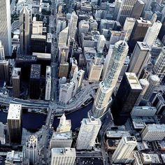 Downtown Chicago, pic courtesy of Chicago Helicopter Experience.
