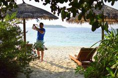 Travel the Life: REETHI BEACH - UN RESORT PARA DISFRUTAR DE LO MEJOR DE LAS MALDIVAS Beach Resorts, Outdoor Furniture, Outdoor Decor, Hammock, Patio, Home Decor, The Maldives, Beach, Homemade Home Decor