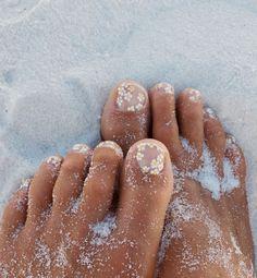 Home Goldfish Kiss<br> Cute Toe Nails, Cute Acrylic Nails, Pretty Nails, Painted Toe Nails, Daisy Nail Art, Daisy Nails, Minimalist Nails, Hair And Nails, My Nails