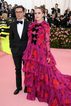 Met Gala all the red carpet pictures Strapless Bustier, Bustier Dress, Latex Dress, Valentino Gowns, Versace Dress, Louis Vuitton Dress, Met Gala Red Carpet, Gentlemen Prefer Blondes, Column Dress