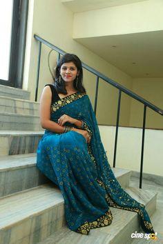 Net Saree, Fashion Poses, Beauty Full Girl, Saree Styles, Printed Sarees, Beautiful Saree, Designer Dresses, Sari, Couture