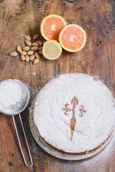 Tarta de Santiago Recipe, a Spanish Almond Cake Spanish Cake Recipe, Spanish Recipes, No Bake Desserts, Dessert Recipes, Almond Cakes, Tart Recipes, Spanish Dinner, Spanish Party, Spanish Food