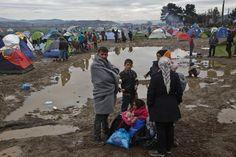 Mindestens 13.000 Menschen warten in Idomeni auf ihre Weiterreise Richtung...