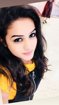 Beautiful Girl In India, Beautiful Girl Photo, Beautiful Women, Stylish Girl Images, Stylish Girl Pic, Kinesis Powers, Cute Girl Photo, Cool Girl, Girl Pictures