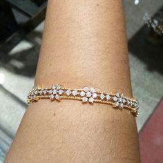 Diamond Bangle, Diamond Jewelry, Diamond Mangalsutra, Arm Bracelets, Dimonds, Gold Jewelry Simple, Festival Decorations, Siri, Lockets