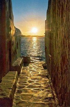 Path to the sea.... Mykonos!