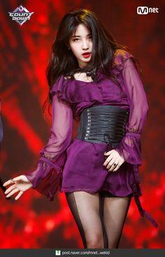 K-Pop Babe Pics – Photos of every single female singer in Korean Pop Music (K-Pop) Kpop Girl Groups, Korean Girl Groups, Kpop Girls, Kpop Fashion, Asian Fashion, Fashion Outfits, Stage Outfits, Kpop Outfits, Mode Chic