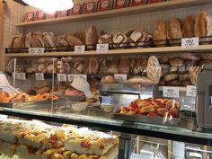Maravilhas do Panificio Bonci. #roma #rome #receitaitaliana #receitas #receita #recipe #ricetta #cibo #culinaria #italia #italy #cozinha #belezza #beleza #viagem #travel #beauty #panificiobonci #bonci #gabrielebonci #padaria #panificio #bakery #pao #bred #pane