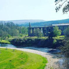 Fantastic place calling Bolton Abbey at Yorkshire Dales Park Fantastyczne miejsce zwane Bolton Abbey znajdujące się w Yorkshire Dales Park. Idealne miejsce na odpoczynek. :) #trip #chillin #boltonabbey #water #ruins #oldchurch #spring #typicalday  #sunny by podroze_m_i_d