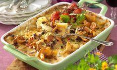 Härlig och mycket praktisk bjudrätt där både lövbiff, potatis, kantareller och sås serveras i samma form.