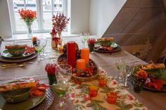 Skønt efterårsbord med varme røde farver
