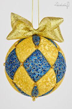 New Year kimekomi sets Folded Fabric Ornaments, Beaded Ornaments, Ornament Crafts, Handmade Ornaments, Glitter Ornaments, Quilted Christmas Ornaments, Christmas Balls, Christmas Crafts, Felt Christmas