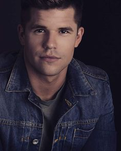 Charlie Carver, Actor: The Leftovers. Charlie Carver was born July 1988 in… Max Carver, Max And Charlie Carver, Carver Twins, Aiden Teen Wolf, Teen Wolf Cast, Dylan Sprayberry, Cody Christian, Daniel Sharman, Tyler Posey