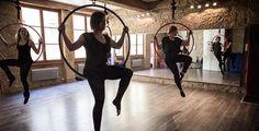Pole Dance, Chair Dance et Burlesque à Lyon | Spin or Tricks