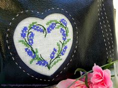 Kreuzstich Lavendelherz Leder Tasche / Cross Stitching Lavendar heart leather bag