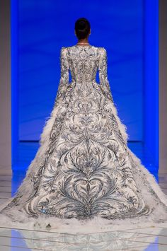 http://www.livingly.com/runway/Couture Spring 2016/Guo Pei/MZGt-pdSnYG
