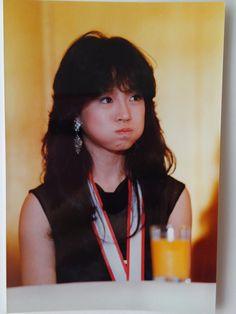 どした、明菜ちゃん。でも可愛い。 Beautiful Person, Gorgeous Women, Pretty Girls, Cute Girls, Showa Period, Japan Girl, 80s Fashion, Character Inspiration, Idol