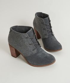 Sneakers – Damenmode: TOMS Lunata Shoe – Damenschuhe – … – Picpin – join in the world of pin Tom Shoes, Women's Shoes, Cute Shoes, Me Too Shoes, Shoe Boots, Strappy Shoes, Heeled Boots, Shoes Style, Casual Shoes