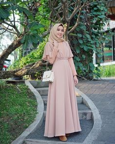 Dress Brokat Muslim, Muslim Dress, Hijab Evening Dress, Hijab Dress Party, Muslimah Wedding Dress, Hijab Wedding Dresses, Abaya Fashion, Fashion Dresses, Moslem Fashion