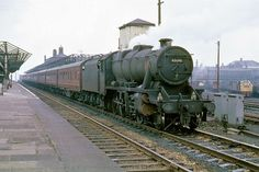 Stanier 48646 at Wigan North Western with a train of empty coaches for Edge Hill. EE Type 4 lurks in the background. Bonde, British Rail, Old Trains, Steam Engine, Steam Locomotive, Westerns, North Western, Type 4, Trains