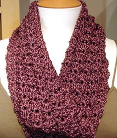 I adore this stitch!! Mobius Cowl By Diana Bensted - Free Crochet Pattern - (ravelry)