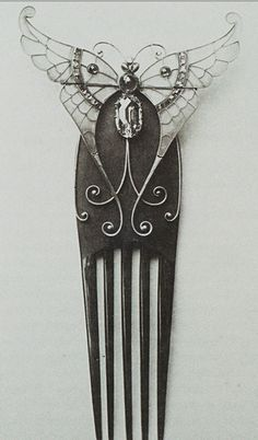 Bucheron's archive catalogue 'L'Artisan du Reve' shows Elizabeth Taylor's butterfly in its original state, on top of a hair comb. c. 1900.
