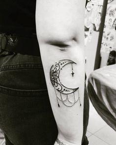 tatouage croissant de lune ornemental dos tatou lune pinterest lune ornemental et croissant. Black Bedroom Furniture Sets. Home Design Ideas