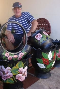 These are lovely. If you paint well or even not so well like me, you could create masterpieces. Join the fun in the world of upcycled tires and get more ideas at shop.As plantinhas vão ter uma cari Tire Planters, Garden Planters, Garden Crafts, Garden Projects, Tire Craft, Painted Tires, Tire Garden, Reuse Old Tires, Tire Furniture