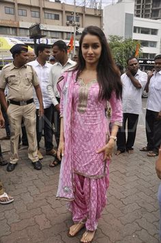 Shraddha Kapoor in baby pinks block printed salwar suit Kurti Neck Designs, Salwar Designs, Kurti Designs Party Wear, Salwar Dress, Punjabi Dress, Anarkali, Punjabi Suits, Patiala Salwar Suits, Punjabi Fashion