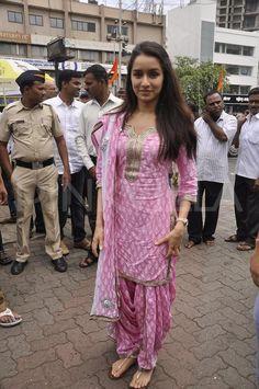Shraddha Kapoor in baby pink block printed salwar suit