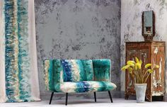 Why fit in when you can stand out? This stunning bespoke sofa for @boeme_design knows how to make a statement.