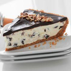 Chocolate Tuxedo Pie With Pecan Crust (Easy; 12 servings) #pie #pecan