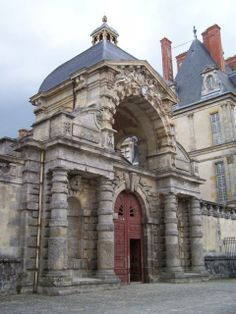 Rusticated Tuscan Portal: porte Dauphine, dite « baptistère de Louis XIII », Château de Fontainebleau, France. From: http://inha.revues.org/3422