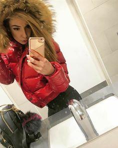 Puffy Jacket, Moncler, Cool Girl, Winter Fashion, Jackets For Women, Woman, Sexy, Fur, Coats