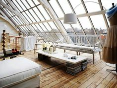 40 Quality Attic Bedroom with Wall of Skylights Attic Bedrooms, Bedroom Loft, Bedroom Decor, Interior Architecture, Interior And Exterior, Floor Design, House Design, Dispositions Chambre, Attic Spaces