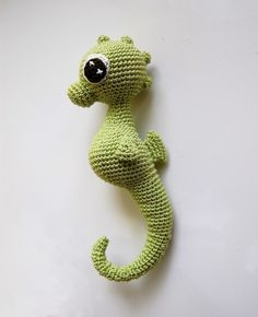 seahorse! i'm so impressed by the shaping skills of this designer... its mostly one piece!