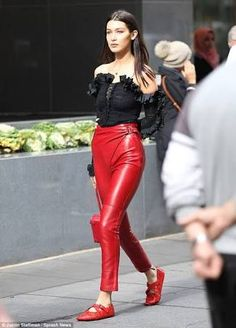 Chic bells Hadid outfit #leatherpants