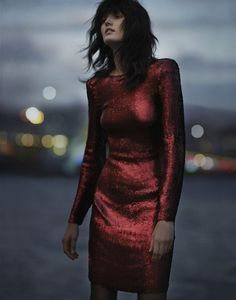 KILLLERRRRRRR I wanna feel like a badass in a dress or blazer like this. 15 Ideas of New Years Outfits with Glitters