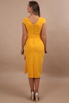 Be a trendsetter in this maxi bow pencil dress! Build your trendy mustard yellow clothing wardrobe. When it comes to a boring closet, we feel your pain. Our women's luxury party dresses & apparel are perfect for those who enjoy looking gorgeous while feeling elegant. Enjoy our large selection of ladies fashion glamour wear for everyday, weekend fun & special occasions. Build your classy chic wardrobe easily with unique & sassy outfits. Buy now from Virgo Boutique! #womensfashion… Mode Glamour, Fashion Glamour, Ladies Fashion, Womens Fashion, Simple Outfits, Chic Outfits, Dress Outfits, Fashion Outfits, Rehearsal Dinner Outfits