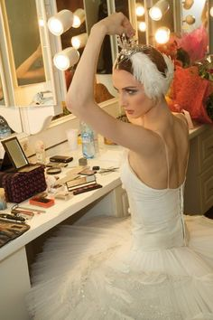 Svetlana Zakharova-- THE Odette/Odile.she is my favorite ballerina and Swan Lake was practically written for her! Ballet Du Bolchoï, Ballet Bolshoi, Tutu Ballet, Ballet Dancers, Svetlana Zakharova, Ballet Costumes, Dance Costumes, Ballet Makeup, Ballet Photography