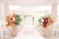 This wedding aisle decor is giving us all the fall feels🍂🍁🌾 - and we are here for it! Photo Credit: Haley Richter Photography | Florist: Belovely | Planner: Polka Dot Events