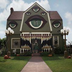 Creepy Halloween house created in America