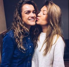 Ana war y Amaia New Girl, Tv Shows, War, Couple Photos, Celebrities, Music, People, Goals, Haircuts