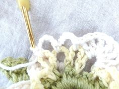 次の鎖5目全体をすくい、 長編み1目→鎖1目(長編み7個分繰り返し) 次の鎖5目に 細編み1目→鎖5目(2回繰り返す) 次の鎖5目に細編み 以上を1パターンとして1周します Scrunchies, Shag Rug, Crochet, Handmade, Sombreros, Bias Tape, Amigurumi, Shaggy Rug, Hand Made