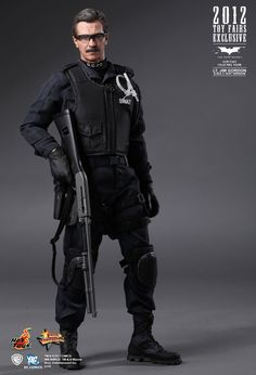 Hot Toys : The Dark Knight - Lt. Jim Gordon (S.W.A.T. Suit Version) (2012 Toy Fairs Exclusive) 1/6th scale Collectible Figurine Catwoman, Batgirl, Gi Joe, Science Fiction, Jim Gordon, Military Action Figures, Batman The Dark Knight, Batman Dark, Gary Oldman