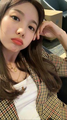 Check out Twice @ Iomoio Kpop Girl Groups, Korean Girl Groups, Kpop Girls, Cool Girl, My Girl, Jihyo Twice, Nayeon Twice, Im Nayeon, Dahyun