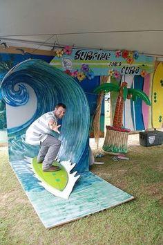 Ideas para una fiesta Hawaiana.. Una ola de surf para sacar una fotos muy chulas. Usa el photocall para rememorar recuerdos. Fiestas infantiles o de adultos con temática hawaiana.