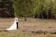 stunning modern vintage wedding-pics - love the pose