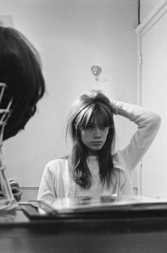 Françoise Hardy photographed by Jack Garofalo at Carita in Paris 🔪 Second Day Hairstyles, Messy Hairstyles, Rock And Roll Girl, Short Bangs, 60s Bangs, Strong Hair, Pastel Hair, Hair Inspo, Retro