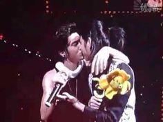 100307 SS2 encore in Shanghai - Siwon Kiss Heechul [fancam]